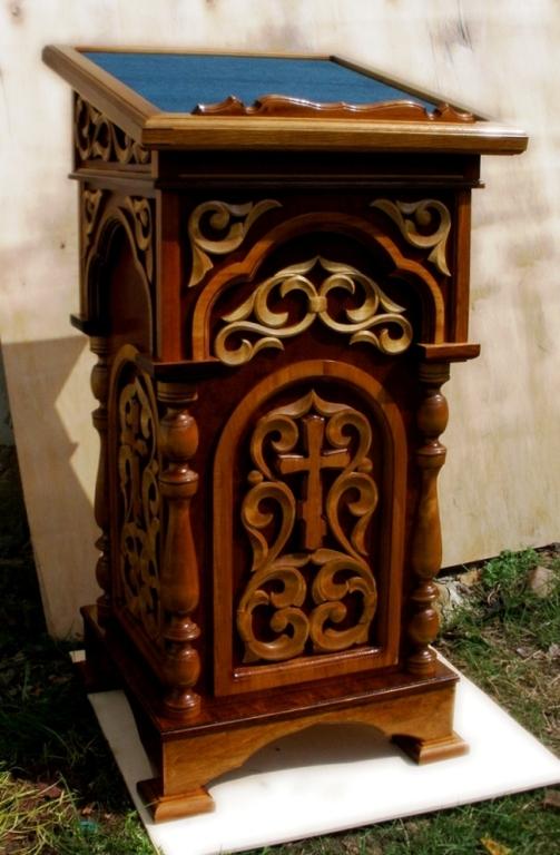 Продам аналой недорого в Беларуси с ручной резьбой по дереву, этот аналой сделан в Великой Кракотке