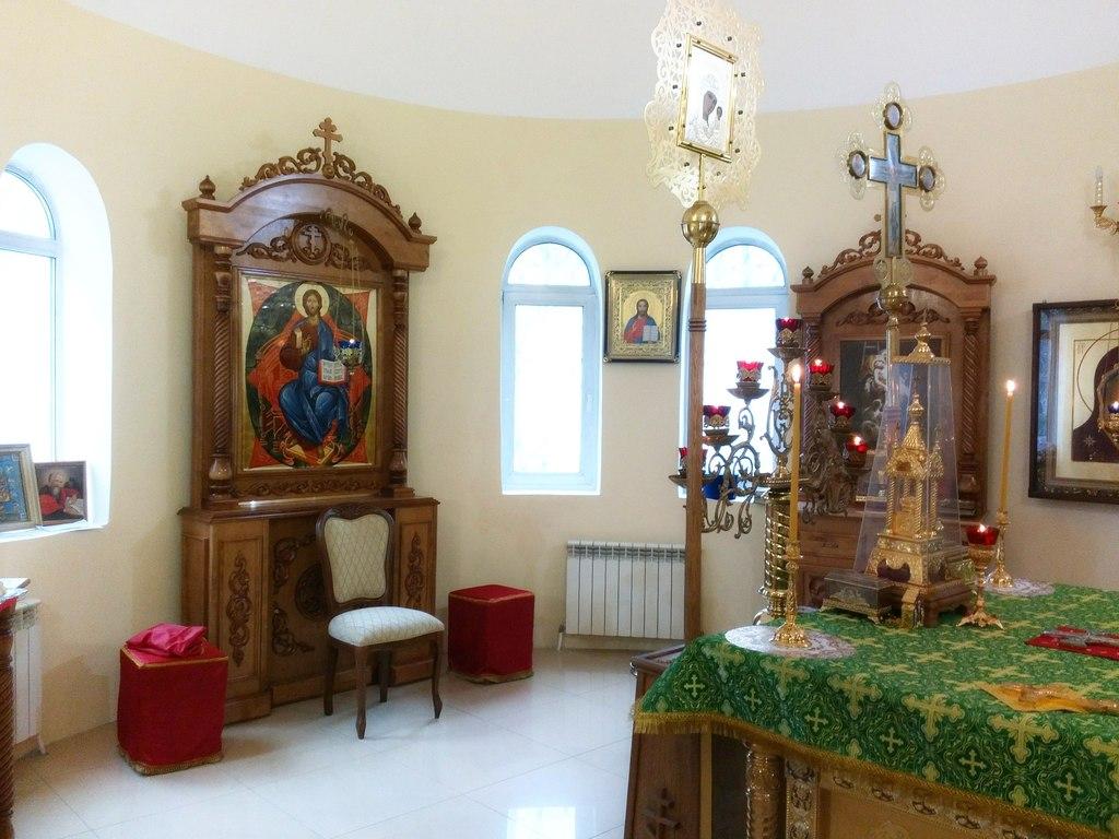 Новая работа мастерской в Большой Кракотке, киот и два жертвенника в монастырь